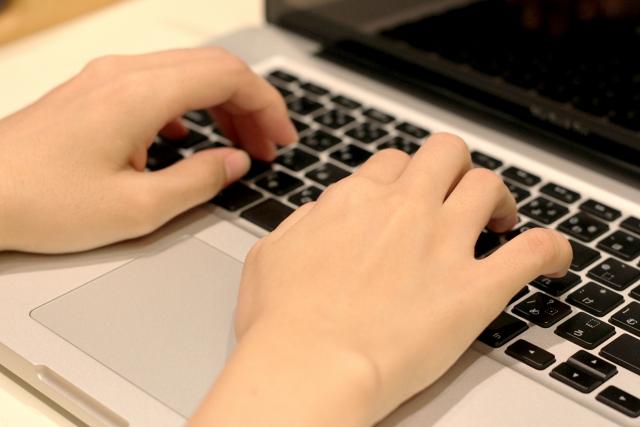 長時間パソコンを使う方の腱鞘炎